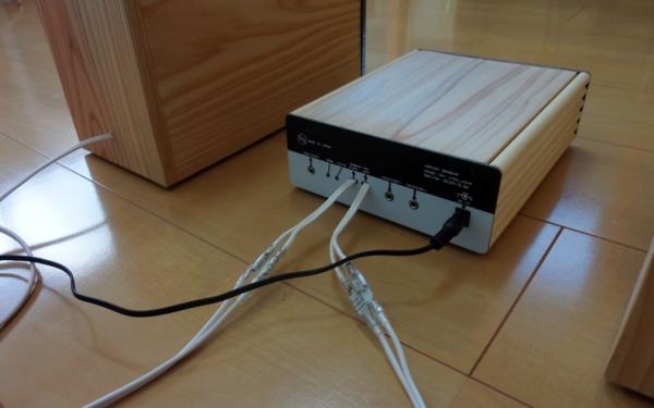 ACアダプターをアンプに接続